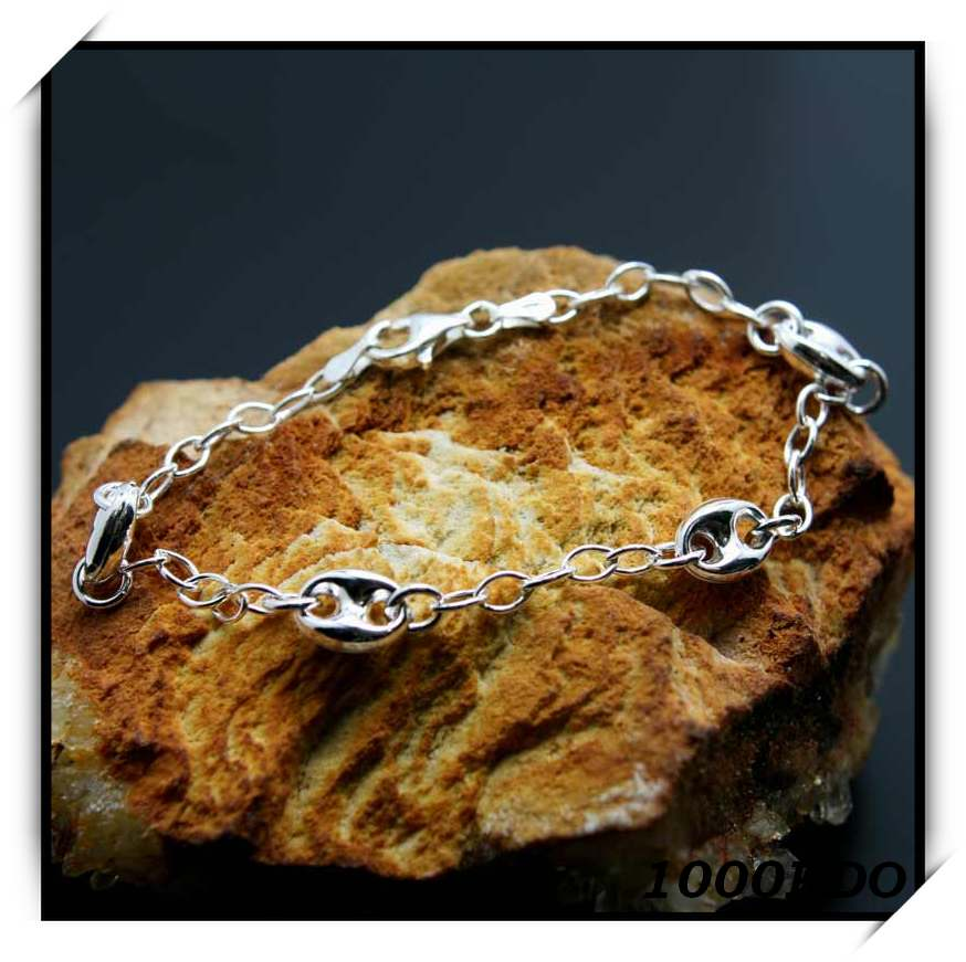 http://1000kdo.free.fr/1000kdo/bijoux%20femme/bracelet/argent/IMG_6924.jpg